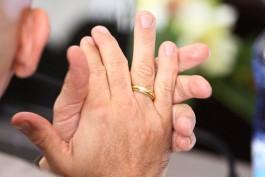 ВЦИОМ: Большинство россиян поддерживают обязательную регистрацию брака