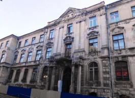 На улице Тюленина в Калининграде решили отремонтировать здание банка XIX века