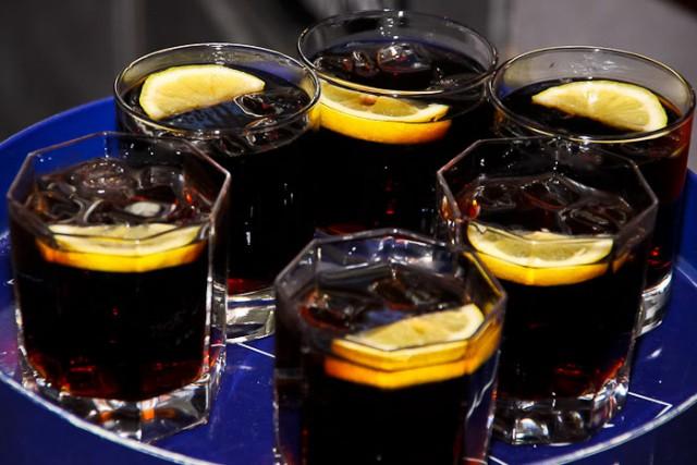 Эксперт: Злоупотребление алкоголем в период самоизоляции привело к скачку смертности в России