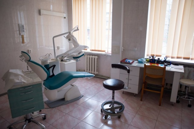 В калининградском СПИД-Центре рассказали можно ли заразиться ВИЧ на приёме у косметолога