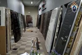В Калининграде возбудили уголовное дело после падения металлической двери на ребёнка