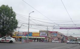 У Центрального рынка в Калининграде столкнулись автобус и легковушка