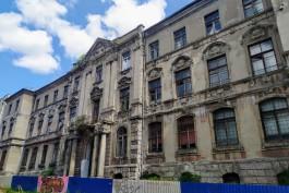 На улице Тюленина в Калининграде отремонтируют фасады здания старинного банка