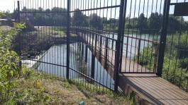 В Гурьевске прокуратура требует снести забор, перекрывший доступ жителей к реке