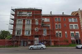 В Калининграде установили леса на бывшее здание еврейского приюта