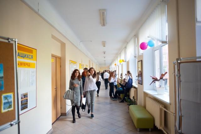 «Возраст и низкая заболеваемость»: Трусенёва объяснила, почему школьников не переводят на дистант