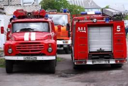 На улице Хмельницкого в Калининграде пожарные тушили квартиру в пятиэтажном доме