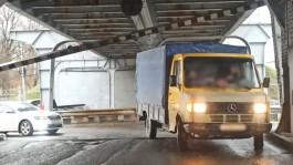 На двухъярусном мосту в Калининграде отвалилась балка: движение в районе затруднено