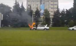 На Московском проспекте в Калининграде загорелся БМВ