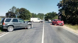 В Зеленоградском округе столкнулись три машины: пять человек пострадали