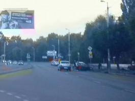 Скрываясь от полиции, водитель «Фольксвагена» снёс часть ограждения на Московском проспекте