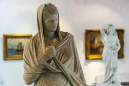 «Статуя в одеяниях»: в Художественной галерее Калининграда выставили старинную немецкую скульптуру