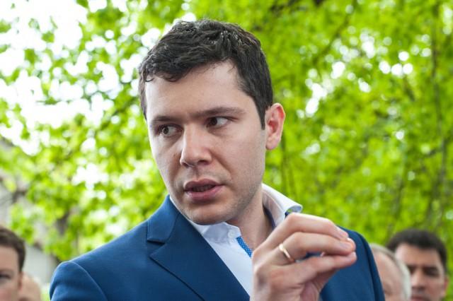 Алиханов заморозил выплаты рестораторам после инцидента со свадебным банкетом