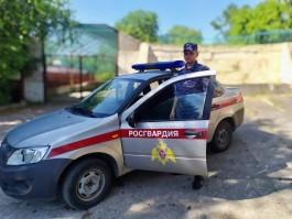 В Зеленоградске мужчина разбил витрину магазина за отказ продать спиртное