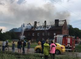 Жильцов сгоревшего дома в Черняховске временно поселили в гостинице