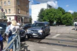 Возле рынка на улице Батальной столкнулись два внедорожника: движение затруднено