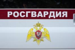 В Калининграде пьяный мужчина разбил стеклянную дверь ночного клуба на ул. Черняховского