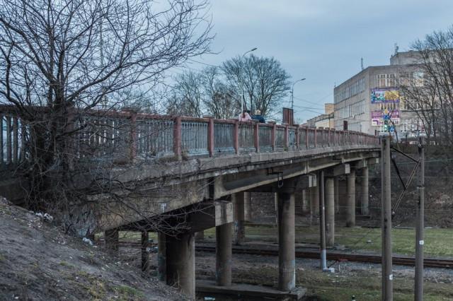 Спонедельника мост наулице  Озерова будет  одностронним