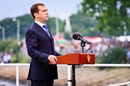 Медведев поддержал идею по введению электронных виз в Калининградской области