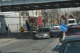 На улице Суворова в Калининграде ограничили движение из-за аварии на трубопроводе