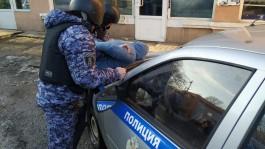 В Калининграде задержали мужчин, которые сливали бензин из припаркованных автомобилей