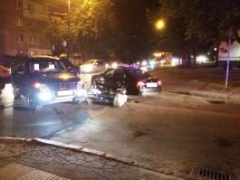 На улице Батальной в Калининграде автомобиль «Митсубиси» сбил мотоциклиста с пассажиром