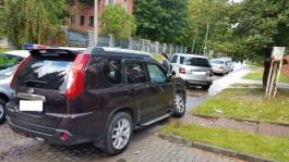 В Калининграде пьяный мужчина за рулём «Мерседеса» въехал в забор и припаркованный «Ниссан»