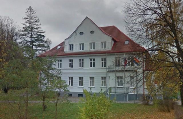 Руководитель поселка под Калининградом выставил на реализацию строение мэрии