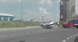 На Сельме упавший с прицепа катер заблокировал движение транспорта