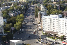 Тротуар на Ленинском проспекте в Калининграде выложат серой и бордовой плиткой