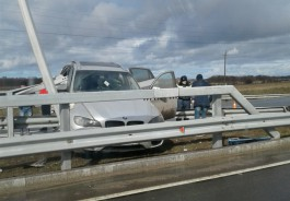 Под Зеленоградском отбойник пробил BMW X6