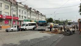 Из-за ДТП с маршрутным такси затруднено движение у Южного вокзала в Калининграде