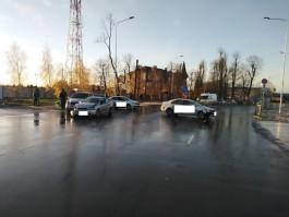 Из-за гололёда на дороге под Калининградом столкнулись три машины