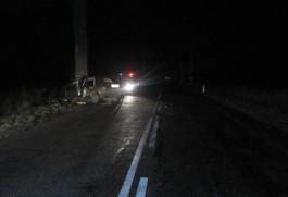 В Славском районе «Фольксваген» влетел в дерево: погиб 21-летний пассажир