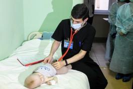 Калининградские врачи спасли младенца из Коми, который проглотил гидрогелевый шарик