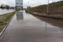 Набережную Нижнего озера в Калининграде затопило из-за утечки на водоводе