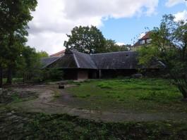 В калининградском зоопарке отремонтируют два вольера для копытных и покроют их крыши тростником