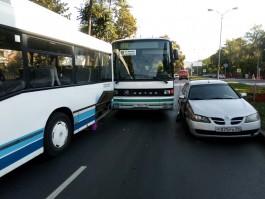 Участники ДТП в Калининграде полностью перекрыли улицу Кутузова