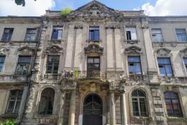 В Калининграде начали ремонтировать крышу старинного здания банка на Тюленина