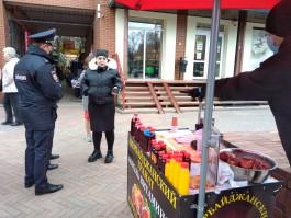 «Лепёшки, соки, галантерея»: в Калининграде активизировали рейды по местам незаконной торговли