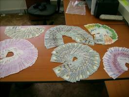 Двое граждан Казахстана пытались вывезти из региона 72 тысячи евро и 23 тысячи долларов