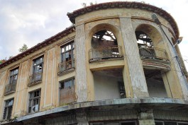 Власти хотят изъять у владельца разрушающийся «Торговый дом» в Зеленоградске