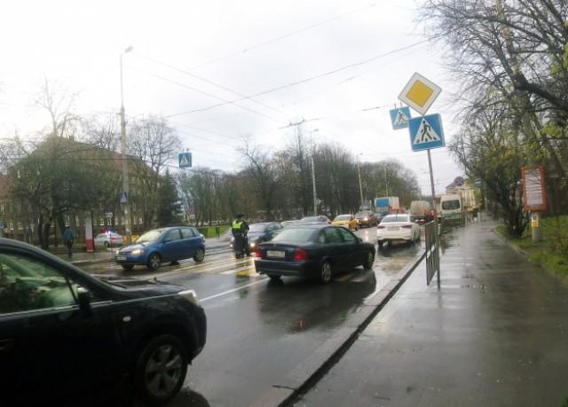 Бежали кавтобусу: вцентре Калининграда на«зебре» сбили ребенка