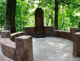 На Гвардейском проспекте в Калининграде восстановили памятник профессорам «Альбертины»