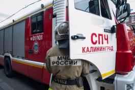 На улице Согласия в Калининграде ночью загорелись три автомобиля