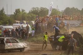 Во время гонок на аэродроме Девау в Калининграде автомобиль сбил двух зрителей