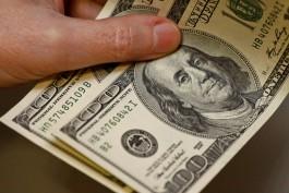 Россиянин пытался незаконно вывезти из региона более двух тысяч долларов