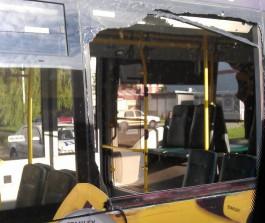 На улице Громовой в Калининграде столкнулись автобус и троллейбус