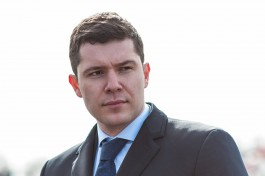 Алиханов: В Янтарный стягиваются целые толпы людей на личном транспорте, и парковок не хватает