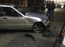 Очевидцы: В Калининграде «Мерседес» снёс две колонки на АЗС
